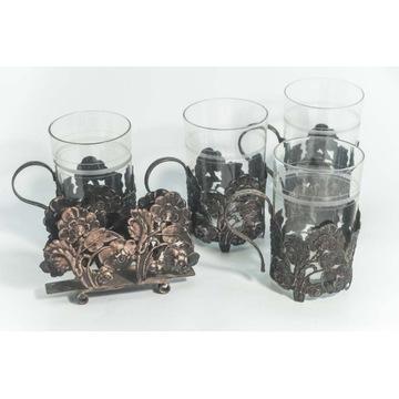 Zestaw szklanek z posrebrzanymi koszyczkami i serw