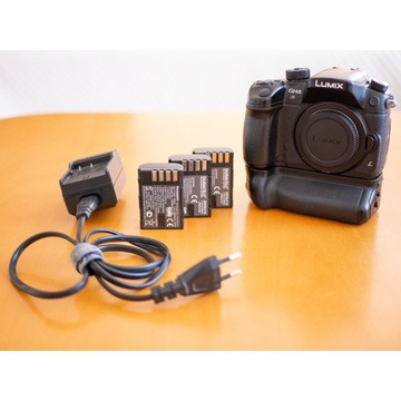Panasonic Lumix GH4 + oryginalny Battery Grip!!!