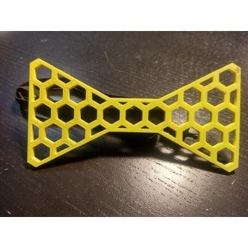 Żółta muszka wykonana techniką druku 3D