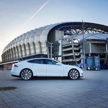 Tesla Transfer lotnisko Berlin-Schönefeld