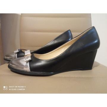 Buty damskie czarne na koturnie 39
