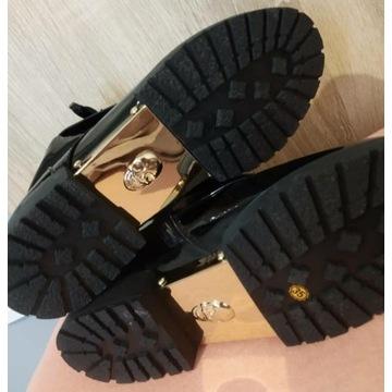 Oryginalne lakierowane buty dla modnych dziewczyn
