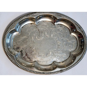 Stara metalowa taca zdobiona retro ornamenty