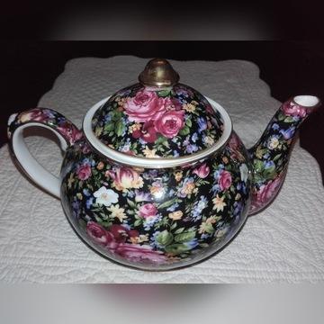 Dzbanek i czajniczek do herbaty w kwiaty