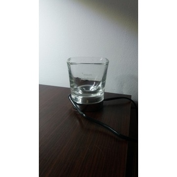 Szklanka z ładowarką indukcyjną do szczoteczki