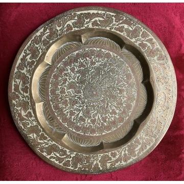 Stary metalowy talerz