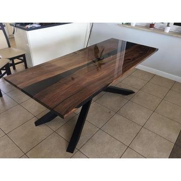 Stół z orzecha Amerykańskiego z dodatkiem żywicy