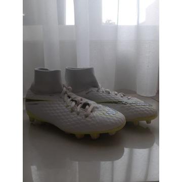 Buty korki Nike Junior Phantom 3 Academy białe 38