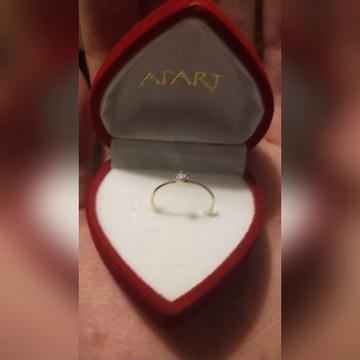 Złoty pierścionek z diamentem APART  585 rozmiar11