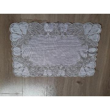 Biała serweta obrus bieżnik na stół ławę 62x 40 cm