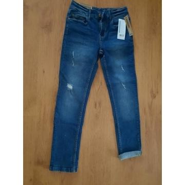 NOWE jeansy z przetarciami  R. 140