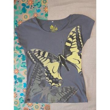 Jeansowo-błękitna koszulka z limonkowymi motylkami