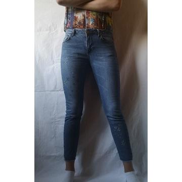 jeansy skinny rurki dopasowane gwiazdki hafty