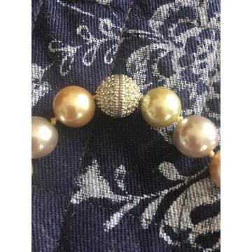 Naszyjnik z opalizujących pereł