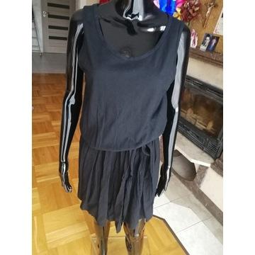 Sukienka z szyfonowym dołem