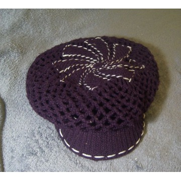 Ciepła,zimowa czapka z daszkiem podwójna fiolet