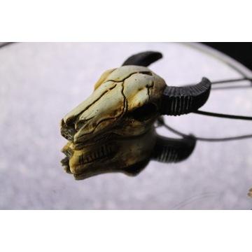 Ręcznie robiony naszyjnik krowia czaszka
