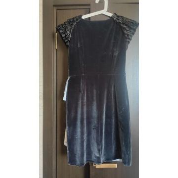 Sukienka Armani jest oryginalna