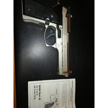 Pistolet metalowy na naboje gazowe