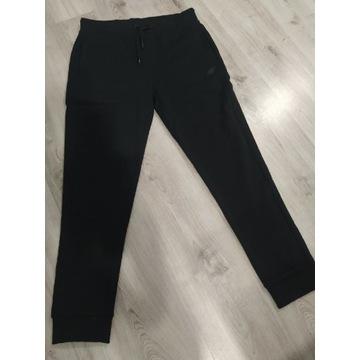 Nowe dresy 4f spmd001 rozmiar L czarne
