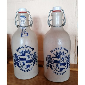 Butelki kamionkowe po piwie.