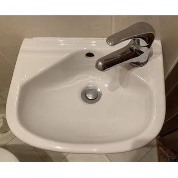 Ceramika łazienkowa - umywalka z baterią, toaleta