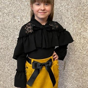 Czarna bluzka z uroczą koronką dla małej Damy