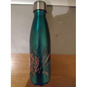 Metalowe butelki z wzorem