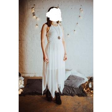 Śliczna biała sukienka sesja ślub pagan delikatna