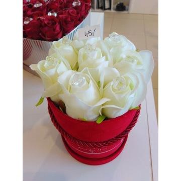 Flower Box róże sztuczne ecri
