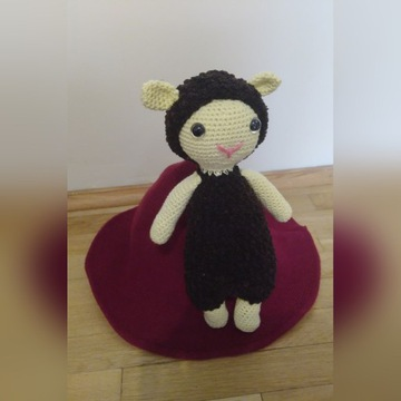 Owca maskotka szydełkowa amigurumi