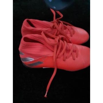 Buty piłkarskie żwirowe.