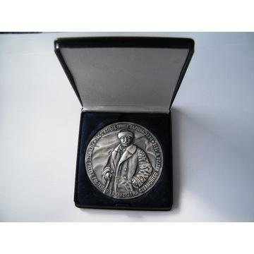medal 75 lat służby Polskiego Czerwonego Krzyża