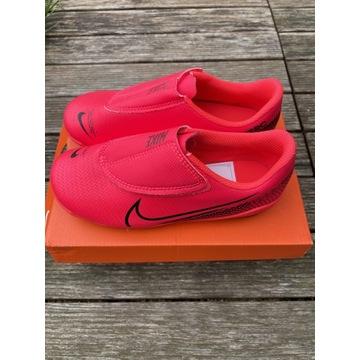 NOWE buty do piłki nożnej Nike rozmiar 30