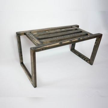 Drewniany stolik pod laptopa