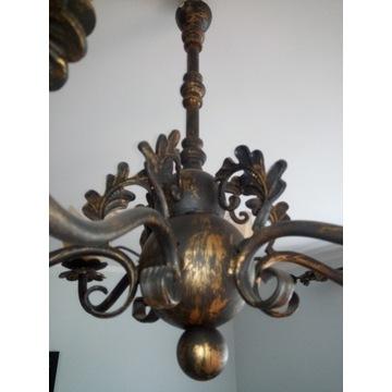 Kute karnisze i lampa