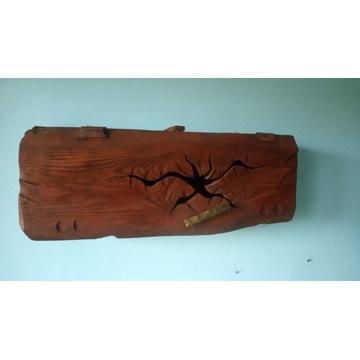 Szafka wisząca z drewna