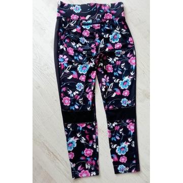 Sportowe legginsy 3/4 floral z kieszonką S/M
