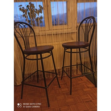 Dwa krzesła barowe