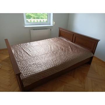 Łóżko z szafkami i komodą
