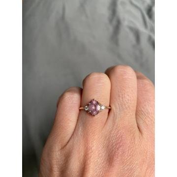 Złoty pierścionek z morganitem i brylantami, 13