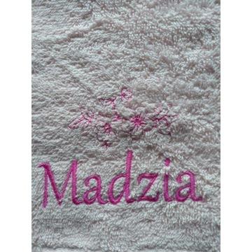 Ręcznik 30x50 z haftem imienia Madzia