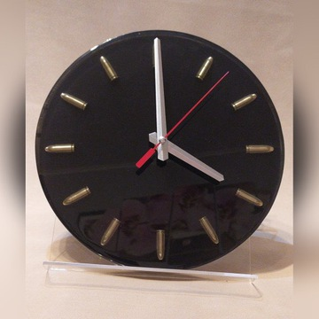 Zegar ścienny z nabojami, amunicją