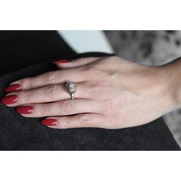Pierścionek złoty  z brylantem idealny na zaręczy