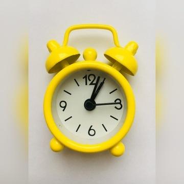 Mini mały budzik zegarek kolorowy zegar ŻÓŁTY