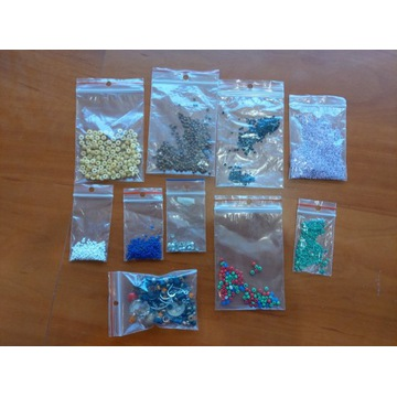 Wielokolorowe koraliki do tworzenia biżurerii