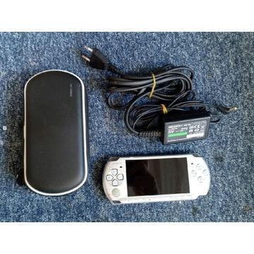 Konsola PSP 3003 + karta 8GB + etui