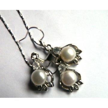Delikatny zestaw biżuterii z perłami