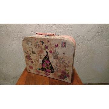 Kartonowa walizka dziewczęca pudełko kuferek