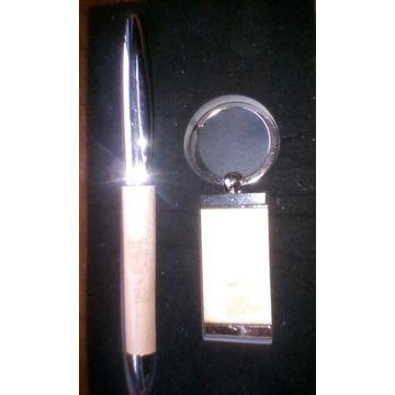 Długopis i brelok PLUSH w opakowaniu